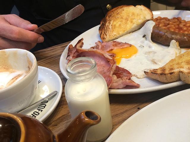Cheap Eats in London: Polo Bar