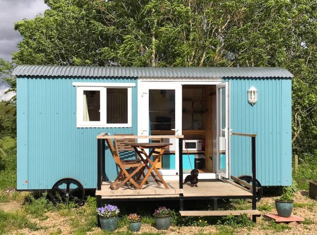 Airbnb Shepherds Hut with Schnitzel